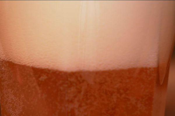 Un jeune creusois fabrique sa bière artisanale à Auzances