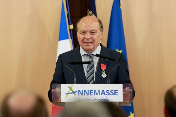 Christian Dupessey en 2015, lorsque le maire d'Annemasse a reçu la Légion d'honneur.