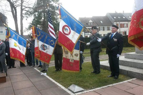 Une cérémonie officielle avait lieu dimanche matin à 10 h devant le monument aux morts de Bischwiller