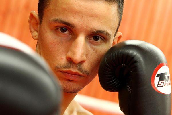Jérôme Ardissone, quintuple champion du monde de full contact continue le combat sur les réseaux sociaux contre la fermeture des salles de sport.