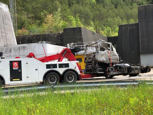 Le camion qui a pris feu dans le tunnel de Chamoise, ce mardi 25 mai vers 5h15, a été sorti du tunnel à la mi-journée