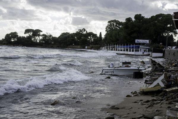 Marinella (Ajaccio, Corse du Sud) après le passage de la tempête Adrian.