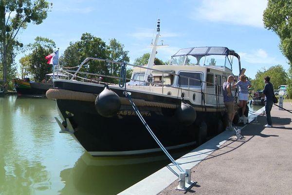 Lors d'une année normale, le port de plaisance de Saint-Florentin, dans l'Yonne, voit passer 500 bateaux sur six mois de saison.