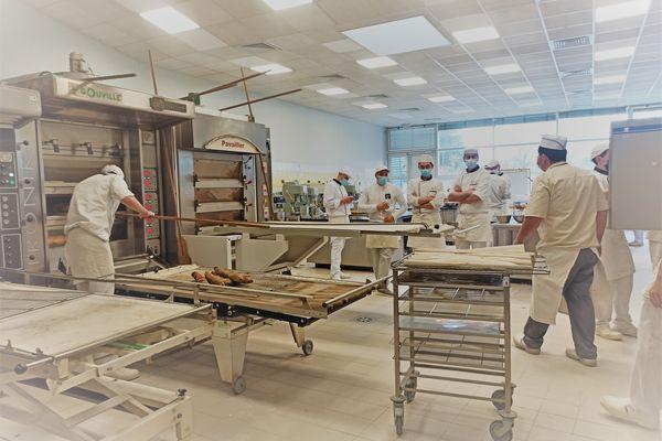 Au Cifac, les apprentis boulangers poursuivent leur formation