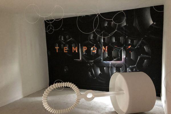 Temponok s'essaie pour la première fois à une installation.