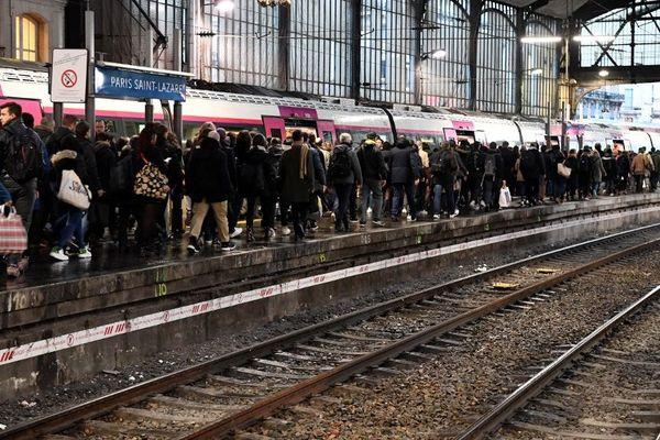 """Les transports restent perturbés mais à un niveau """"semblable à celui du début de semaine"""" selon la SNCF."""