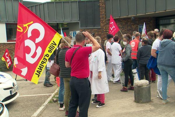 Face à la réorganisation de l'hôpital, les syndicats sont inquiets après l'annonce des licenciements.
