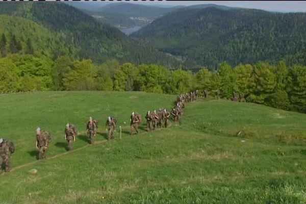 600 tirailleurs du 1er RT d'Épinal marchent sur les traces de leurs anciens au sommet du Hohneck.