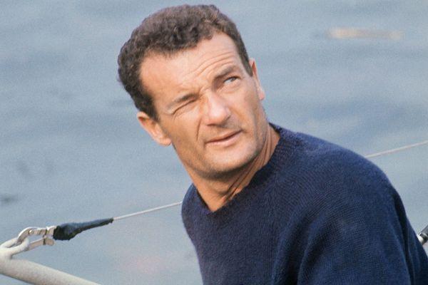 """Le navigateur Eric Tabarly, à bord du """"Pen Duick III, au Havre - 12/05/1970"""