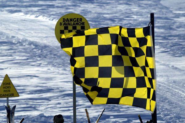 Un arrêté municipal pris jeudi 10 décembre au Mont-Dore interdit la pratique sportive et le ski en raison du risque d'avalanches.