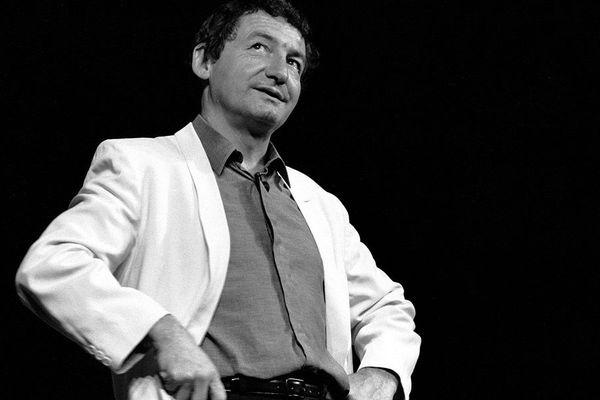 Pierre Desproges en 1986 au théâtre municipal de Clermont-Ferrand