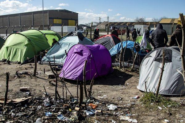 Un camp de migrants à Calais, photographié mardi.