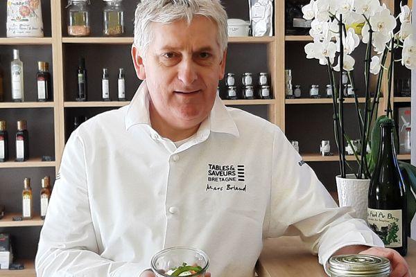 Du mardi au samedi, Marc Briand vend ses bocaux dans la boutique attenante à son restaurant
