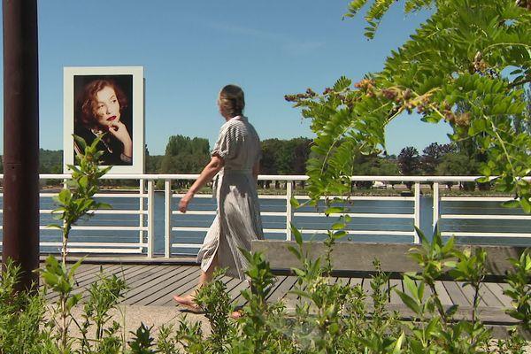 Pour la 9ème édition de Portrait(s) à Vichy, dans l'Allier, il y a notamment des portraits photographiques de l'actrice française Isabelle Huppert.