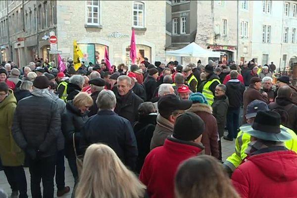 Les retraités étaient une centaine dans les rues de Besançon.