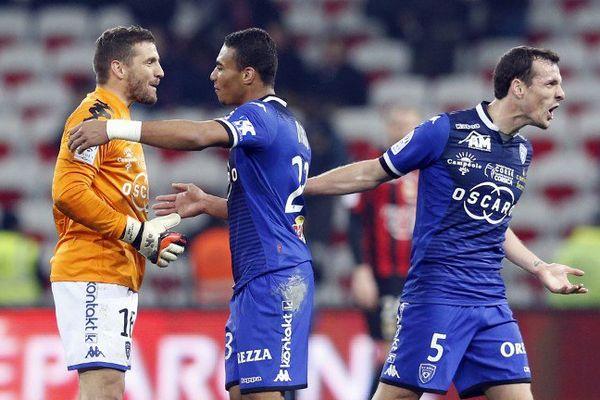 26/02/16 - Bastia avec sa nouvelle étoile Sadio Diallo a gagné à Nice (2-0) en plein trou noir sans Hatem Ben Arfa, vendredi pour la 28e journée de Ligue 1.