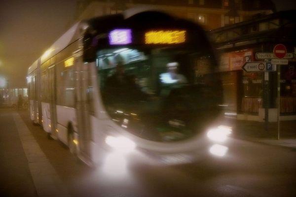 Un bus TEOR de la TCAR dans une rue de Rouen (Archives)