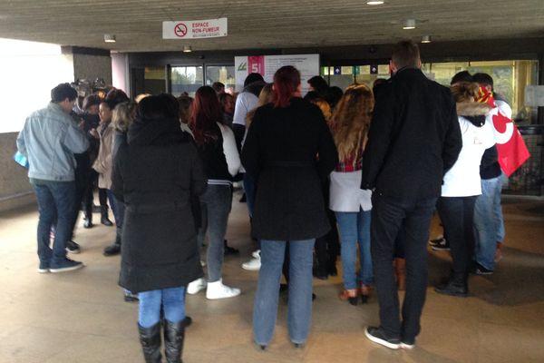 Les étudiants infirmiers à Sens, lors de la matinée du 8 novembre