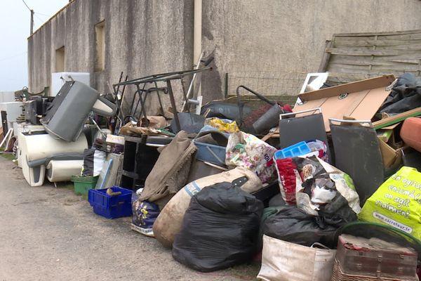Des dizaines de kilos de débris n'ont toujours pas été collectés dans de nombreuses communes sinistrées du sud-Gironde.