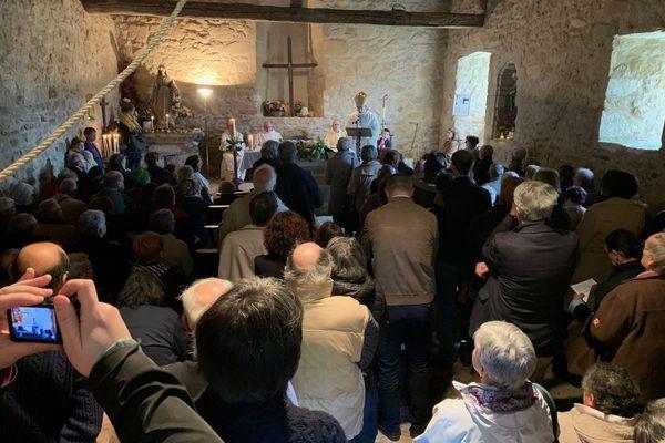 La messe du premier mai à Saint-Nicolas-Courbefy, dédiée à Saint Eutrope, célébrée cette année par Mgr Bozzo, l'Évêque de Limoges.