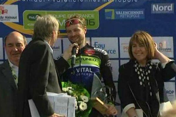Le Britannique Daniel McLay sur la plus haute marche du podium à Denain.