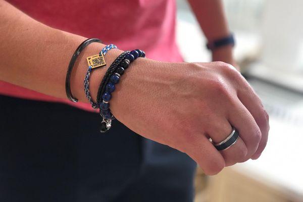 Le bracelet connecté Qoeur est en vente depuis moins d'un an. Il a déjà séduit des milliers d'utilisateurs. Mis au point par deux Rémois, il fonctionne avec un QR code et renferme une fiche d'identification médicale.