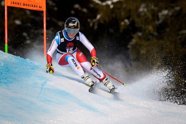 Lara Gut-Behrami (Suisse) participe à l'épreuve de descente féminine de la Coupe du monde de ski alpin FIS à Crans-Montana, en Suisse, le 22 janvier 2021.