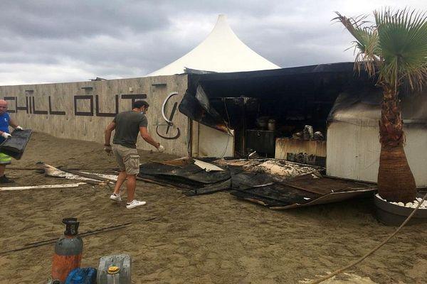Canet-en-Roussillon (Pyrénées-Orientales) - Le feu est parti du bar du club. L'origine de l'incendie est pour le moment indéterminée - 4 août 2021.