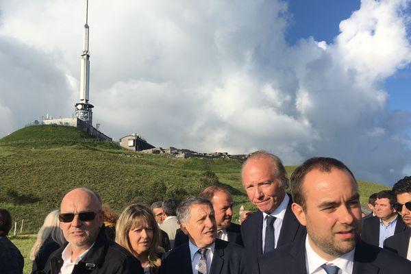 Le Secrétaire d'Etat à la Transition écologique et solidaire Sébastien Lecornu au sommet du Puy-de-Dôme pour célébrer l'inscription de la Chaîne des Puys - Faille de Limagne au patrimoine mondial de l'UNESCO