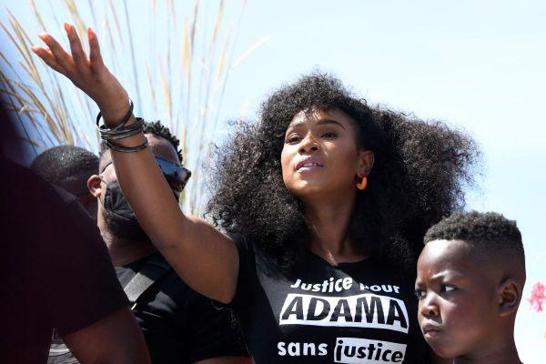 Assa Traoré, la soeur d'Adama, à la tête du comité de soutien du jeune homme décédé il y a 5 ans, le 19 juillet 2016.