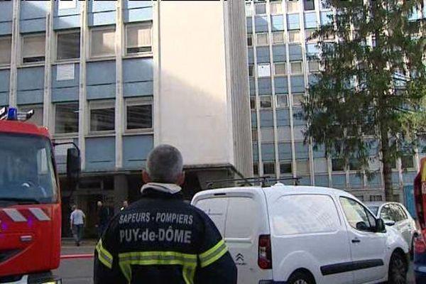 Le 22 septembre, des fumées épaisses ont déclenché une alerte incendie au sixième étage de la Faculté de Médecine à Clermont-Ferrand. Tous les occupants ont été évacués, sans faire de blessés.