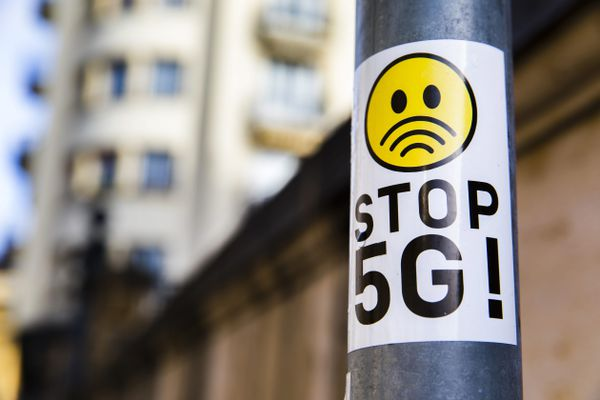 Stop 5G, illustration.