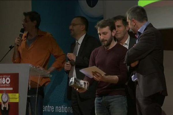 Guillaume Plassan reçoit son prix à Grenoble