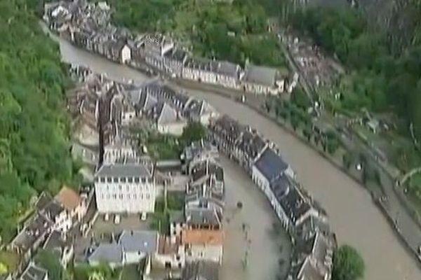 Saint-Béat vu par hélicoptère