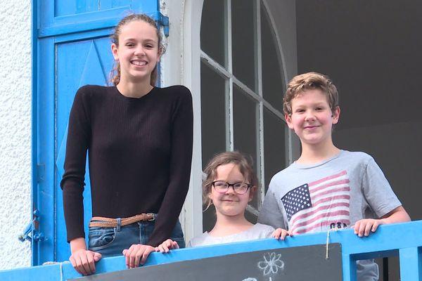 Noémie, Juliette et Mathias ont passé les deux mois de confinement chez leurs grands-parents à La Baule