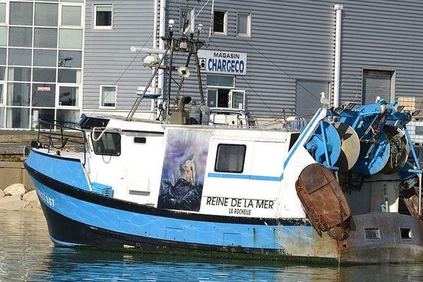 """Photo du chalutier """"La reine de la Mer"""" qui a récupéré les deux marins du """"Saint-Hubert"""""""