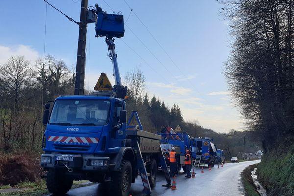 Les équipes Enedis réparent des lignes (Morbihan)
