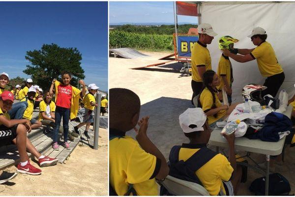 La Fondation de la Française des jeux, avec le Secours populaire, a emmené ces enfants voir le Tour de France.