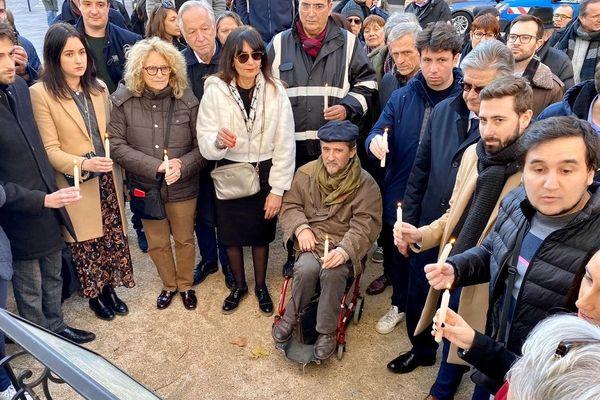 200 personnes se sont rassemblées place du Salin, à Toulouse, pour ne pas oublier les victimes des attentats de 2015.