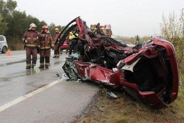 La Golf des jeunes français broyée dans l'accident à Pont de Molins, près de Figuères en Espagne - 5/4/2016