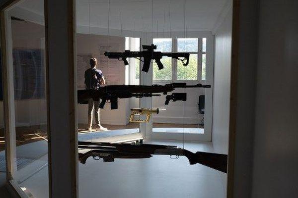 Fascination ou répulsion, les armes ne laissent pas indifférent à Saint-Etienne (Loire):  une exposition qui leur est consacrée jusqu'au 3 janvier au musée d'Art et d'Industrie.