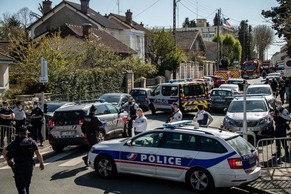 Les gardes à vue se poursuivent dans le cadre de l'enquête sur le meurtre de l'agente administrative du Commissariat de Rambouillet