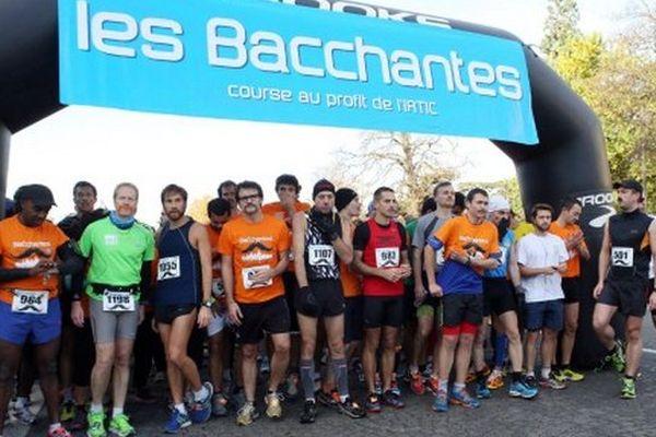 """""""Les Bacchantes Paris"""" ont aussi organisé leurs 8 kilomètres ce vendredi 11 novembre."""