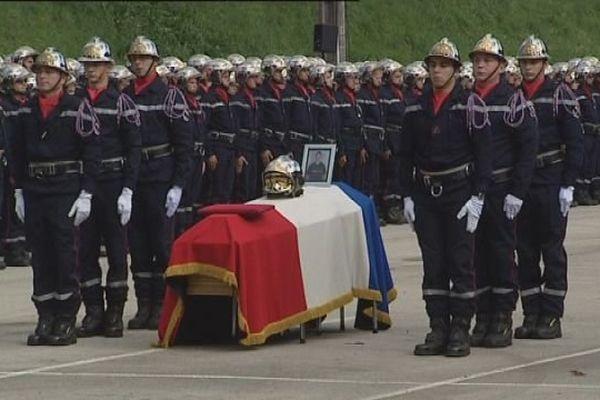 Près de 350 pompiers ont assisté à l'hommage à Fanny Simon pompier volontaire décédée le 20 septembre à Saint-Hippolyte dans le Doubs