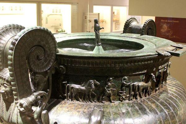 Le cratère de Vix est un impressionnant vase de bronze (vers 500 avant J.-C.) exposé au musée de Châtillon-sur-Seine, en Côte-d'Or