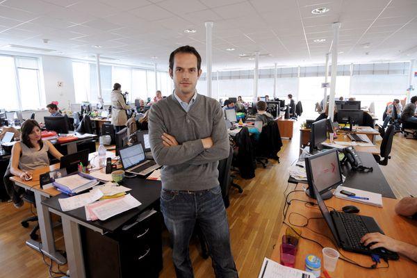 Boris Saragaglia, co-fondateur en 2006 de Spartoo.com, prend la pose dans les locaux de l'entreprise à Grenoble.