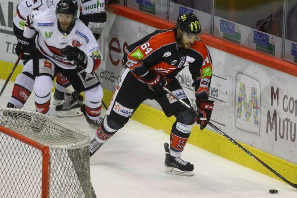 L'attaquant et capitaine Joël Champagne contre Briançon, lors de la 2e journée de Ligue Magnus.
