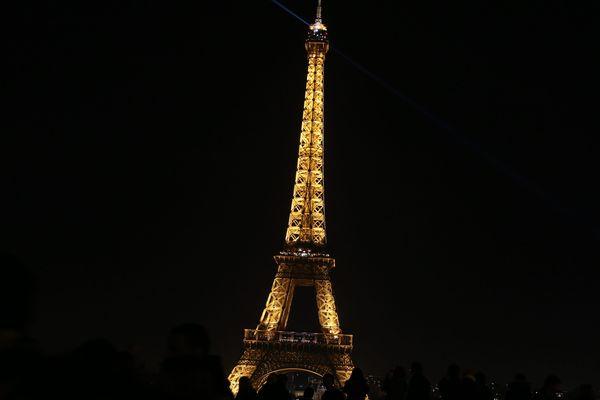 200 000 foyers, situés en partie à Paris, ont été touchés par la panne (illustration : Paris la nuit).