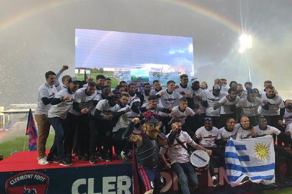 Les joueurs du Clermont Foot ont célébré leur montée en Ligue 1 avec 1 000 de leurs supporters ce mercredi 19 mai au stade Gabriel-Montpied.
