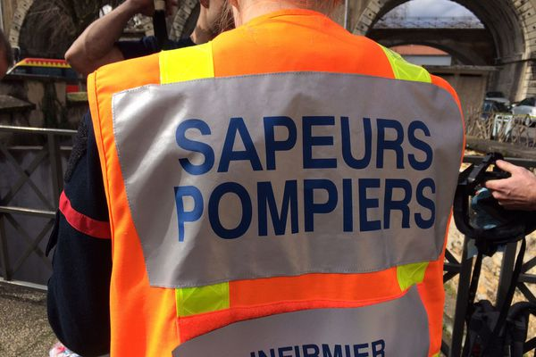Les équipes de secours, et notamment les sapeurs-pompiers de l'Ain, ont pris en charge deux blessés sur la RD 936 à Neuville-les-Dames.